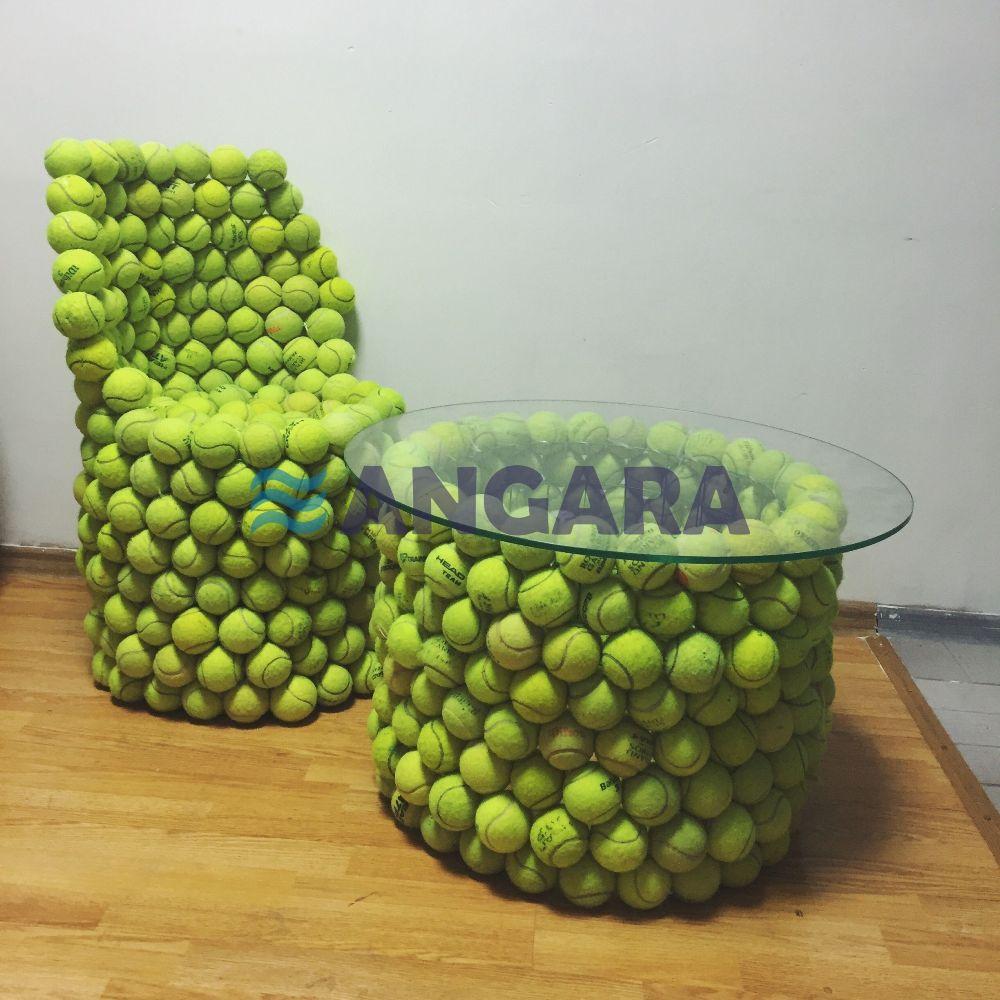 Арт-объект - предметы мебели из теннисных мячей