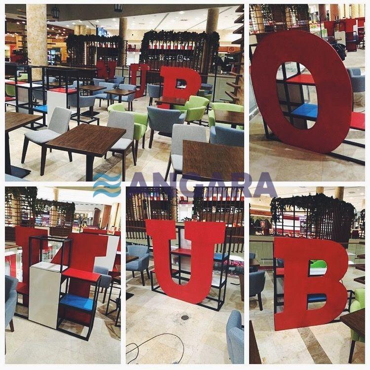 Буквы-стеллажи для рекламного оформления кофейни