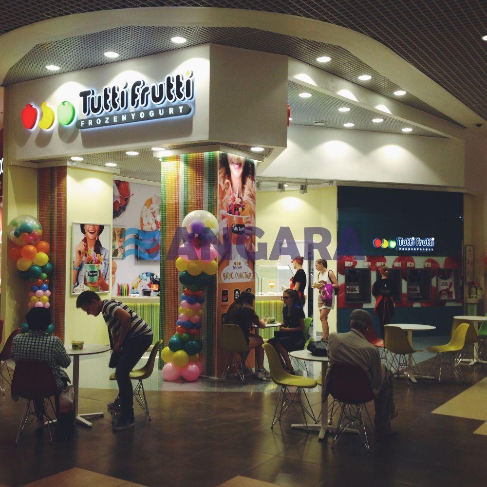 Комплексное оформление торговой точки сети Тутти Фрутти. Объёмные световые буквы с эффектом контражурной подсветки