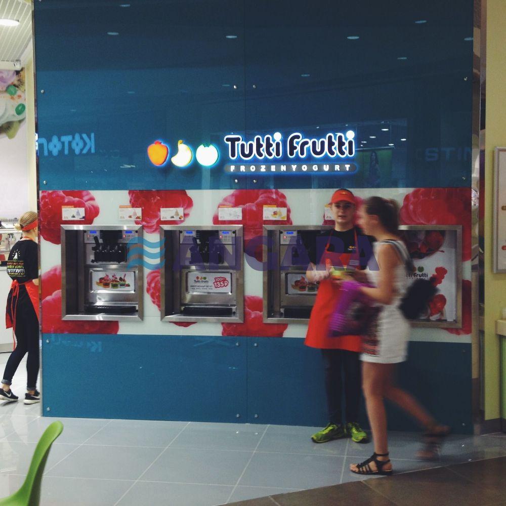 Комплексное оформление торговой точки сети Тутти Фрутти. Объемные световые буквы