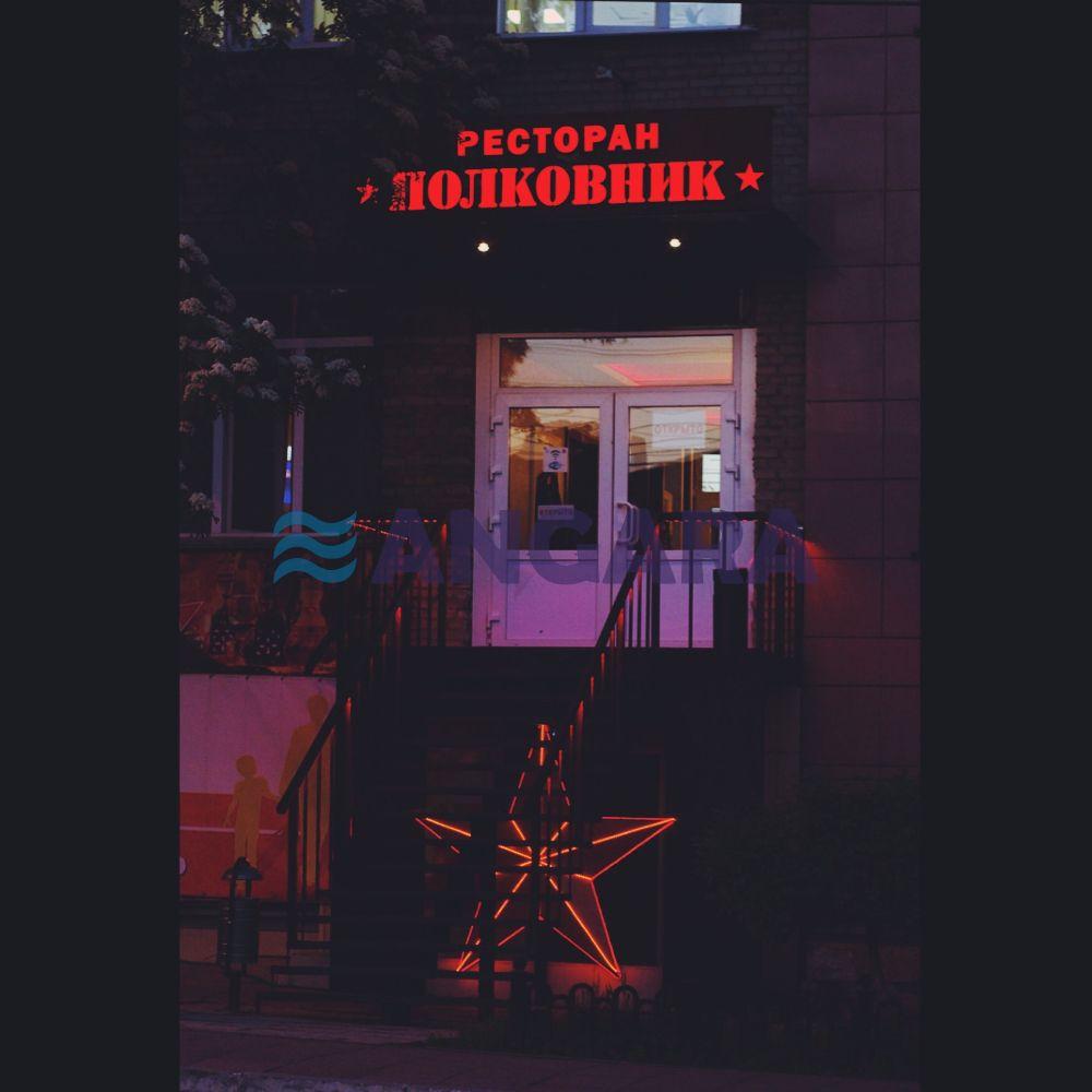 Оформление фасада ресторана. Объёмные световые буквы и звезда